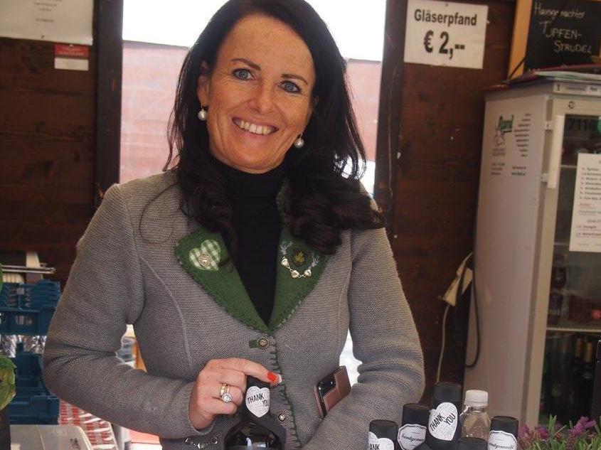 Doris Kollar-Lackner mit ihren landwirtschaftlichen Produkten