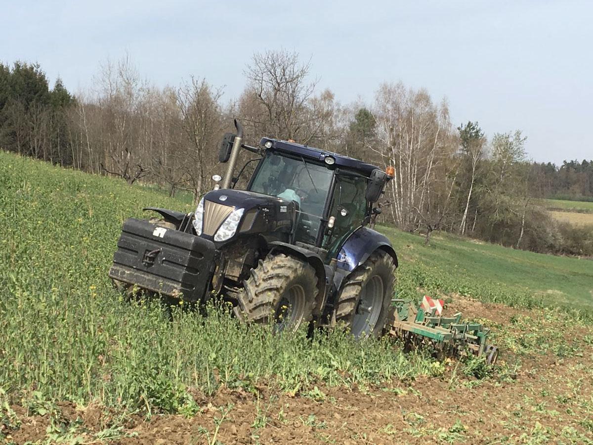 Landwirtschaftliche Lohnarbeiten im Suedburgenland